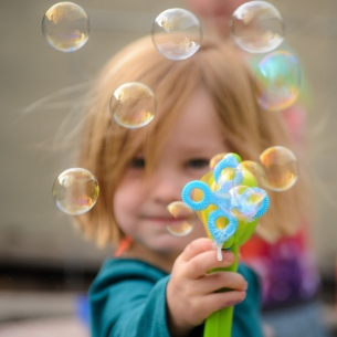 Family photography girl bubbles bokeh