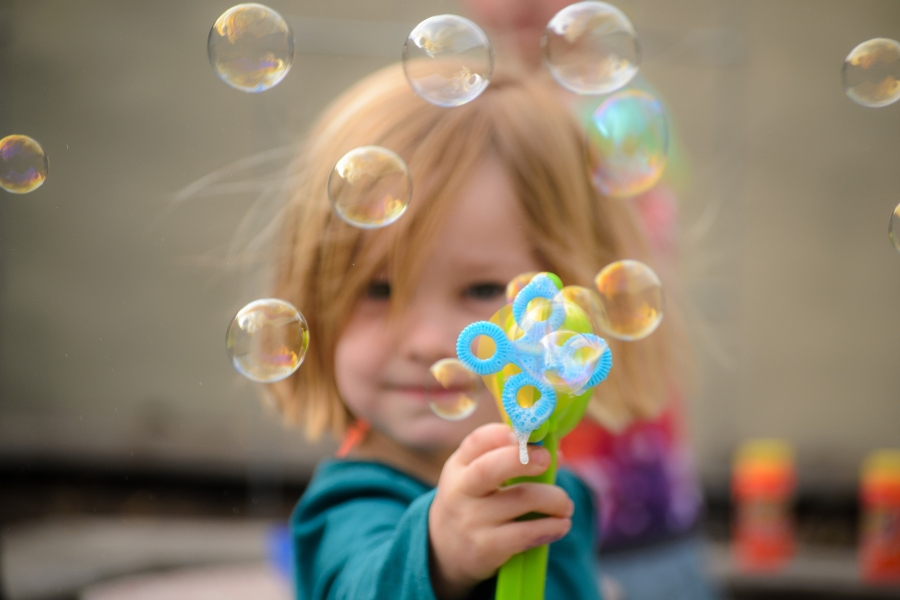 Family photography girl bubbles bokeh