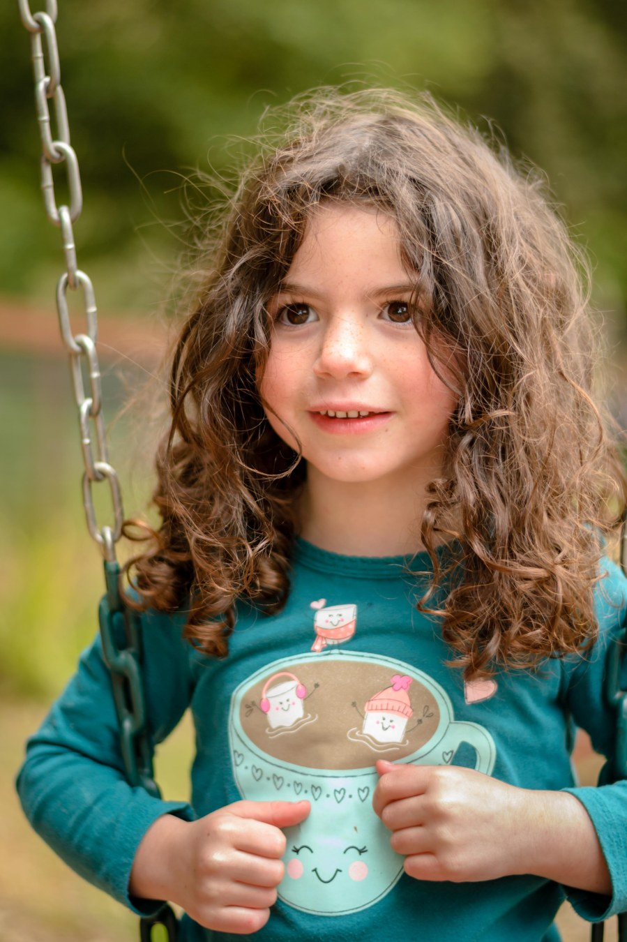 Family photography girl swing hair brown eyes