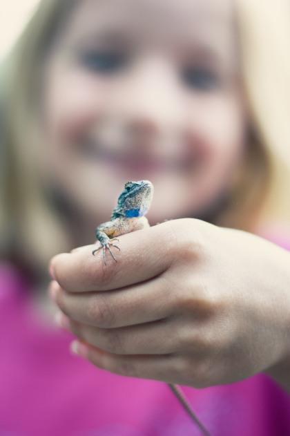 family portrait girl lizard bokeh