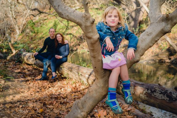 Neilson family group photography photographer outdoors bay area cupertino mcclellan ranch daughter tree fun