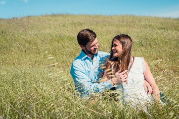 bay area photographer couples engagement photography mountains sitting in grass
