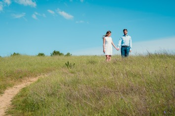 bay area photographer couples engagement photography mountains hands trail