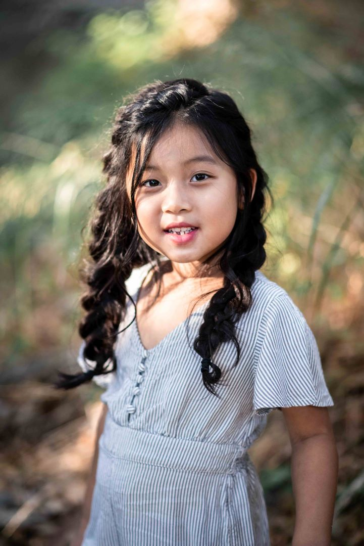 neilson outdoor family photography mcclellan ranch cupertino bay area daughter creek smile