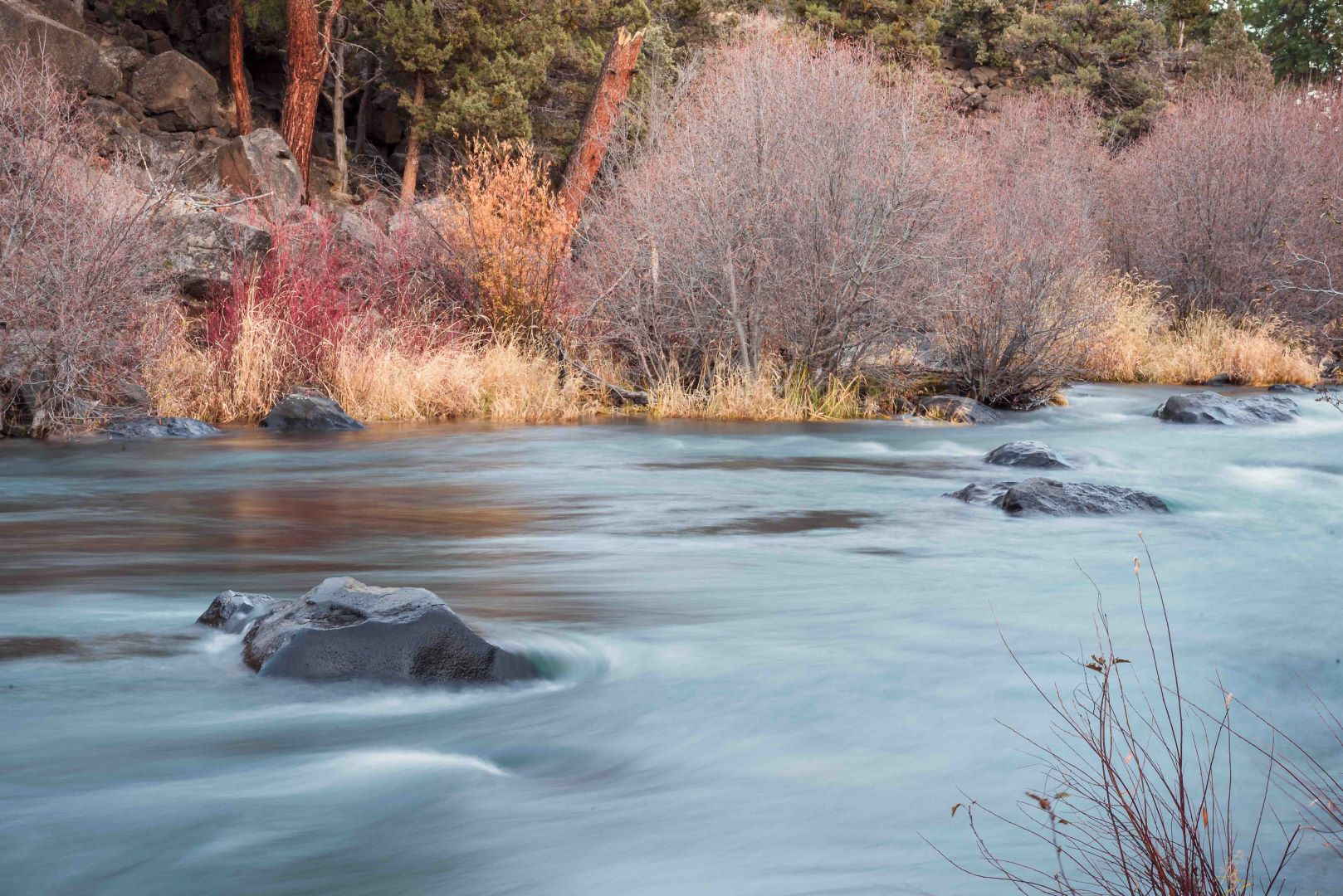 bend oregon deshchuttes river stone landscape photography