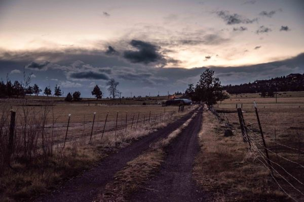 oregon homestead at nightfall landscape photography