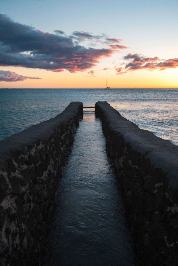 landscape photography ocean sky clouds boat leading lines hawaii
